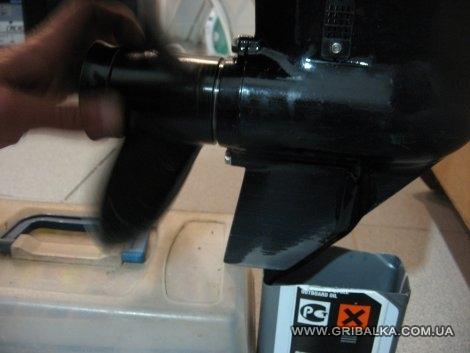 как поменять масло в редукторе лодочного мотора тохатсу